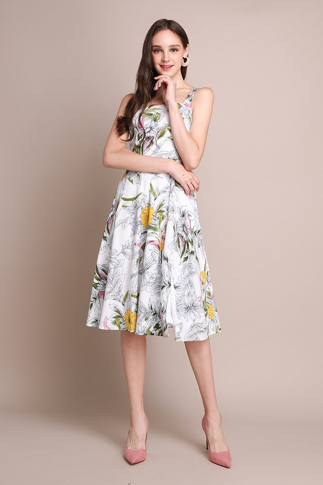 Blooming Connoisseur Dress In White Florals