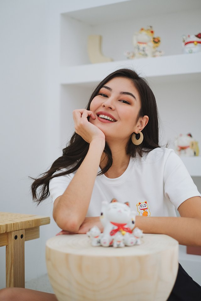 Fortune Cat Unisex Top In Classic White