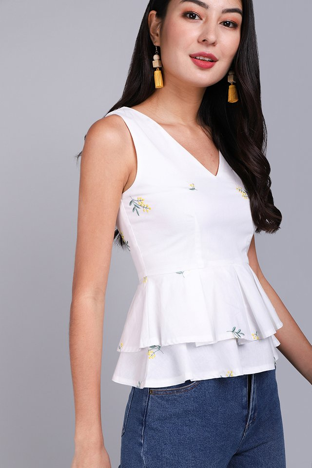 [BO] Girl About Town Top In White Florals