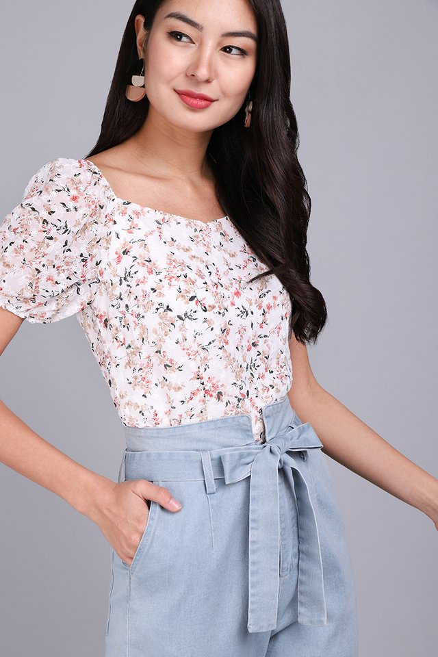 Most Hearted Top In White Florals