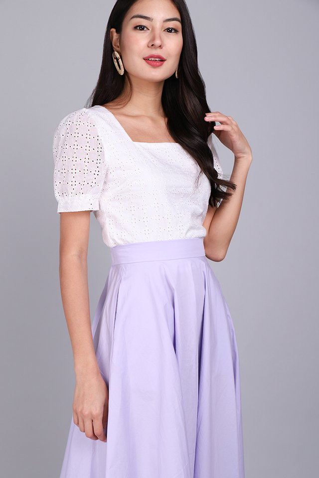 Fresh And Dainty Top In White Eyelet