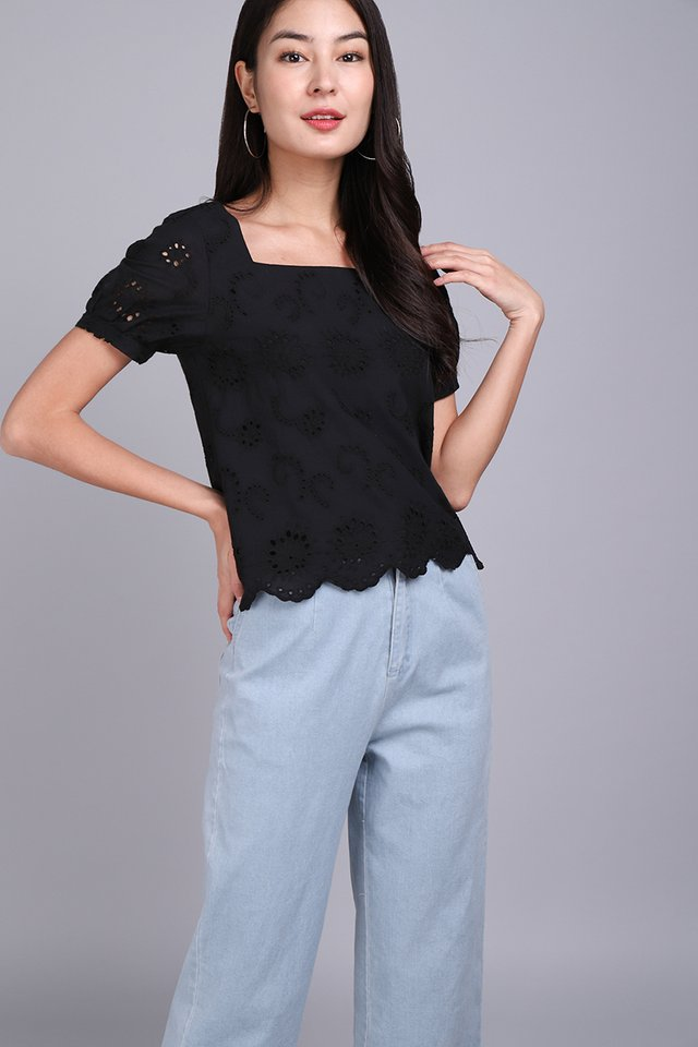 Dainty Wish Top In Classic Black